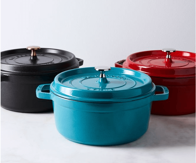 Use bright pots for a colorful kitchen